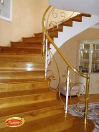 монолитная лестница облицованная деревом