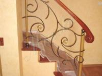 Монолитная лестница с ограждением из прутка