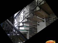 Больцевая лестница из мрамора