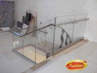 Ограждения трех лестниц и балюстрады со стеклом