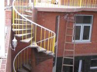 Ограждение наружной винтовой лестницы