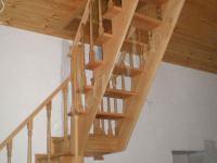 Компактная деревянная лестница