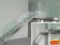 Стеклянные полы и лестница