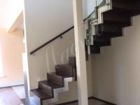 Стильная лестница со стеклом